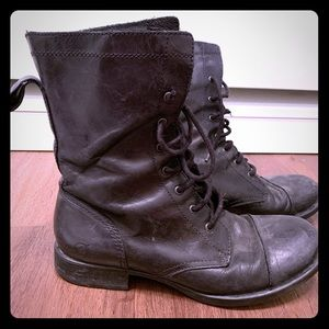 Born boots, size 7